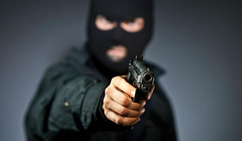 Картинки парень в маске с пистолетом